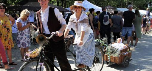 Défilé vélo fête de la lavande