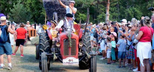 Défilé tracteurs Fête de la lavande